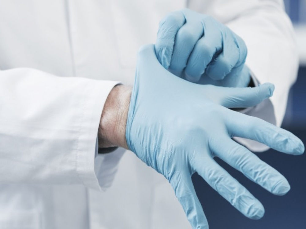 A.Veryga ragina įstaigas laboratorijose patikrinti turimas apsaugos priemones