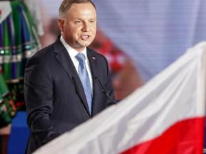 Lenkijos prezidentui laimėjus antrą kartą, santykiai su ES liks įtempti