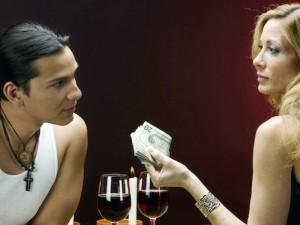 Kodėl turtingos moterys tampa žigolo taikiniu?