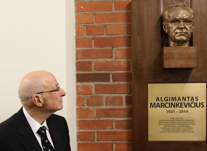 Atidengta skulptūra akademikui A.J.Marcinkevičiui