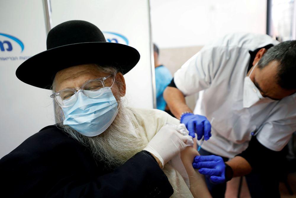 """Izraelio vakcinacija: palestiniečiai """"ant ledo"""""""