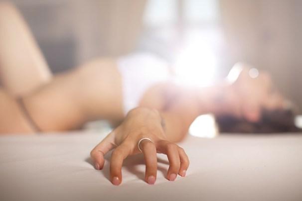 Vienatvė lovoje: kada masturbacija pavojinga?