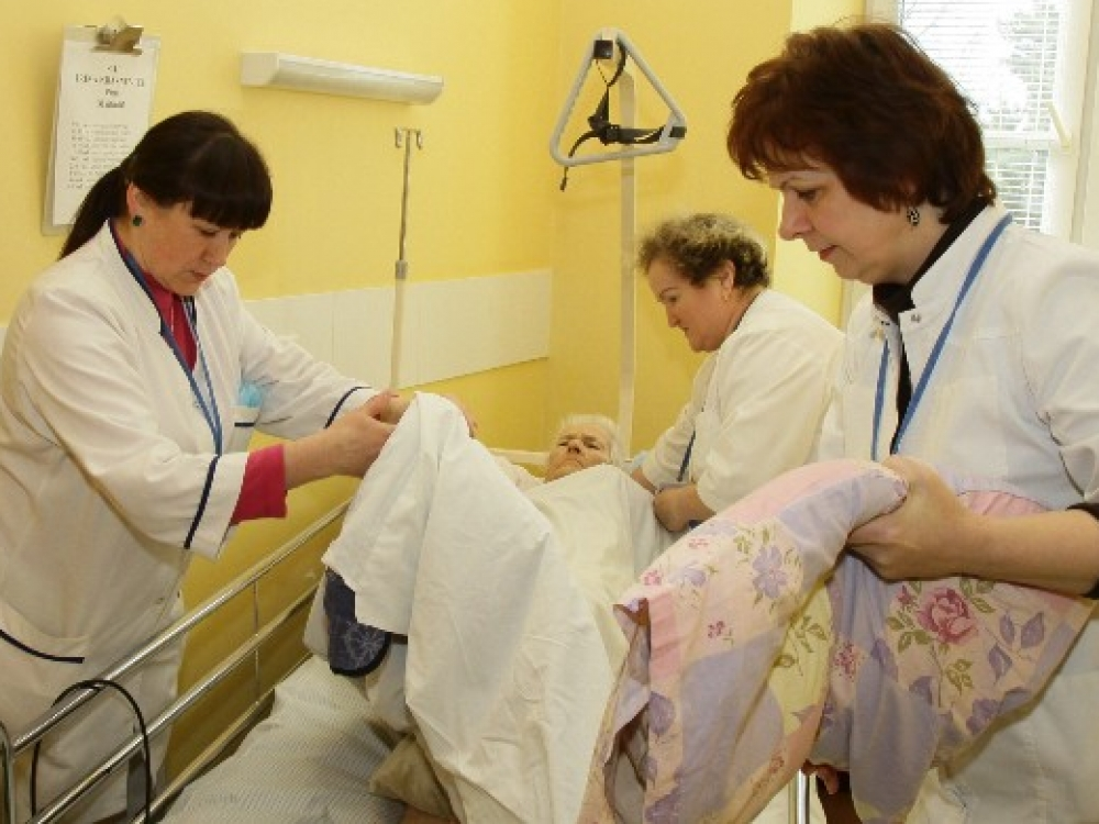 """Vilkpėdės slaugos ligoninės kolektyvas: """"Slauga kur kas sudėtingesnė sritis nei įsivaizduojame"""""""