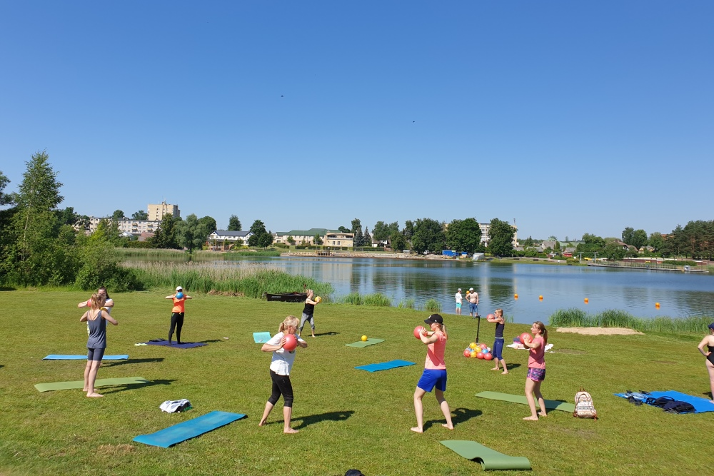 Mankštos prie ežero – vasaros tradicija