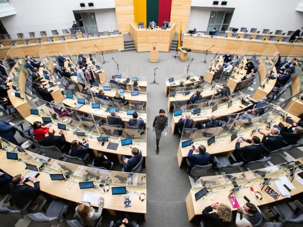 Seimo nariai apie naujų ribojimų grąžinimą nedaugžodžiauja