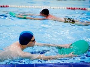 Gydytojas sklaido mitą: nugaros plaukimas negydo