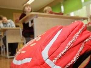 Klaipėdos moksleivių kuprinės lengvėja