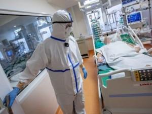 Santaros klinikose ir VMKL dėl COVID-19 pacientų sustabdyta planinė hospitalizacija