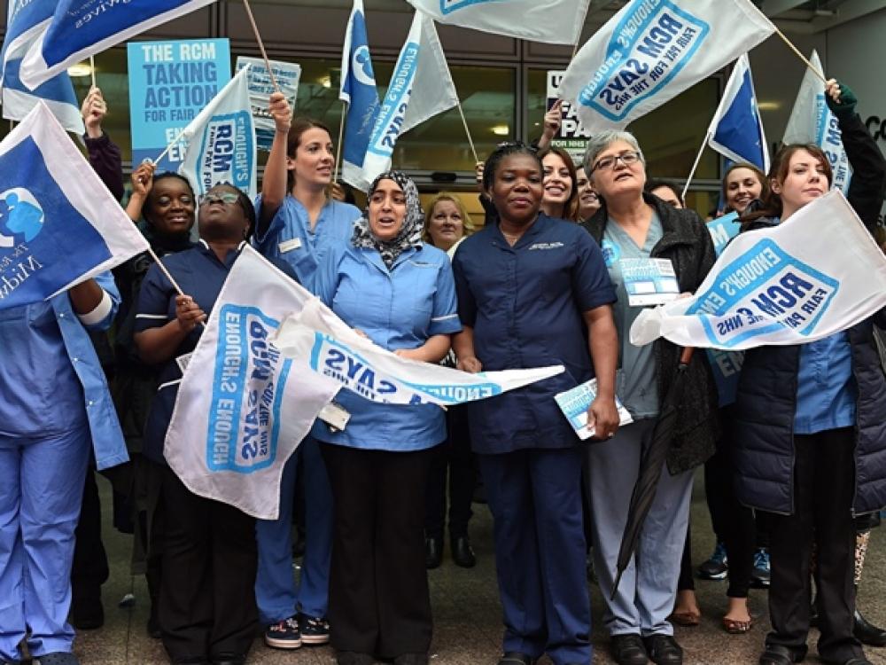 Didžiosios Britanijos medikai reikalauja didesnių atlyginimų