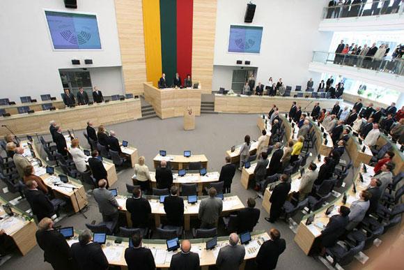 Seimas svarstys pirmąjį eurais parengtą biudžetą