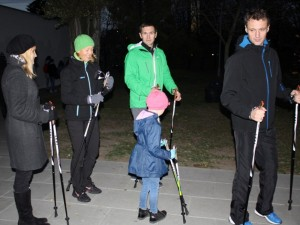 LEU bendruomenė stiprina sveikatą mokydamasi šiaurietiško ėjimo technikos