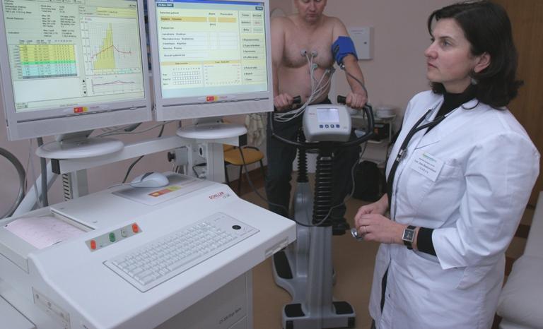Sergantiesiems lėtinėmis ligomis nebereikės papildomo šeimos gydytojo siuntimo