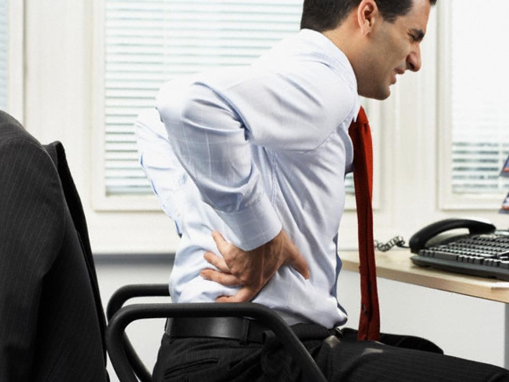 Sėdimas darbas – tiesus kelias nugaros skausmui