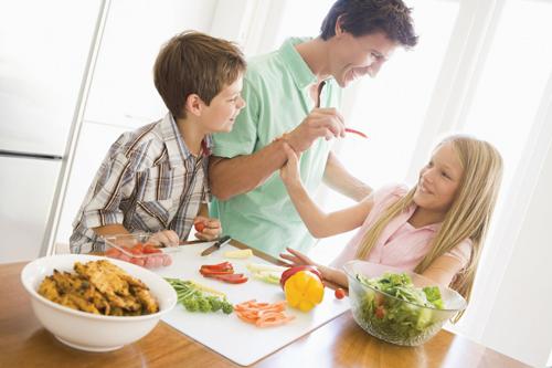 """""""Sveikatiados"""" projektas atskleidė, kad vaikai mitybos įpročius perima iš tėvų"""