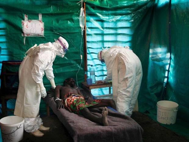 Vyrai, kurie pasveiko nuo Ebolos karštligės, turėtų susilaikyti nuo sekso