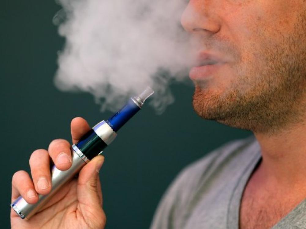 Siūlo riboti elektroninių cigarečių vartojimą