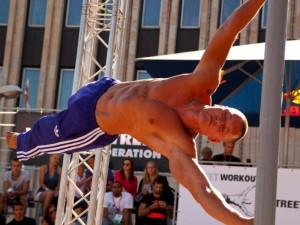 Gatvės gimnastas: sportas ugdo valią ir discipliną