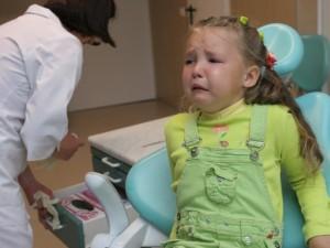Kodėl vaikai turėjo taip ilgai kęsti dantų skausmą?