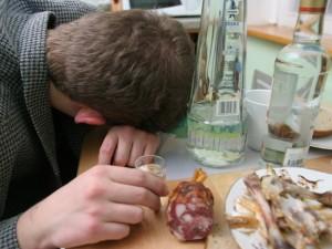 Alkoholį vartojantys piliečiai valstybei atneša milžiniškų nuostolių