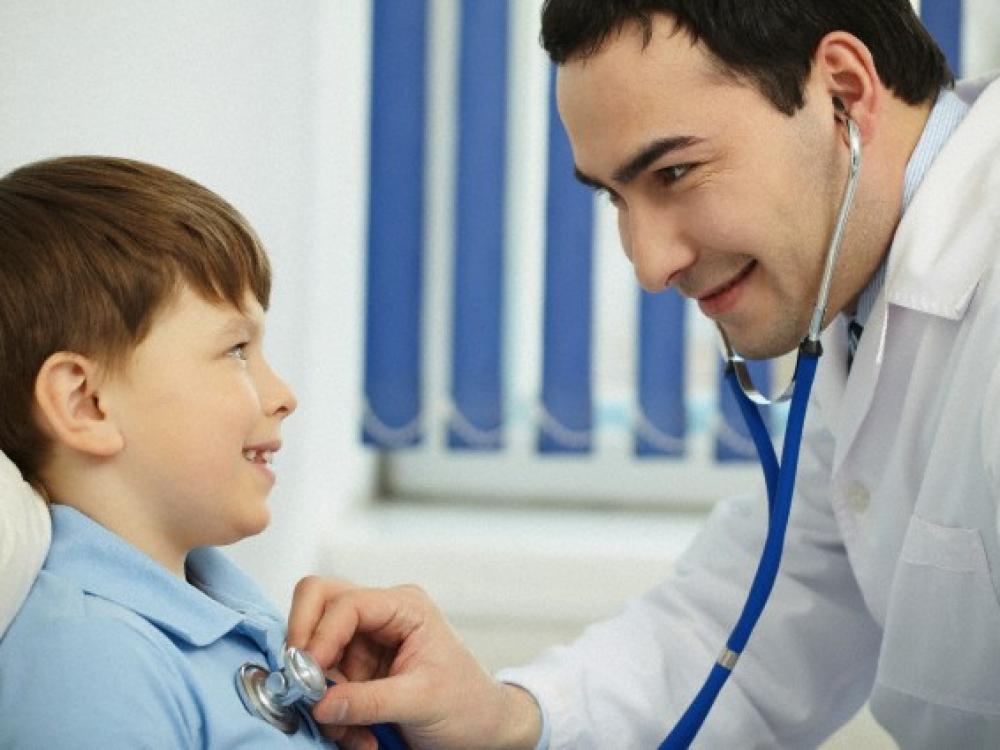Adenodus galima operuoti arba gydyti vaistais