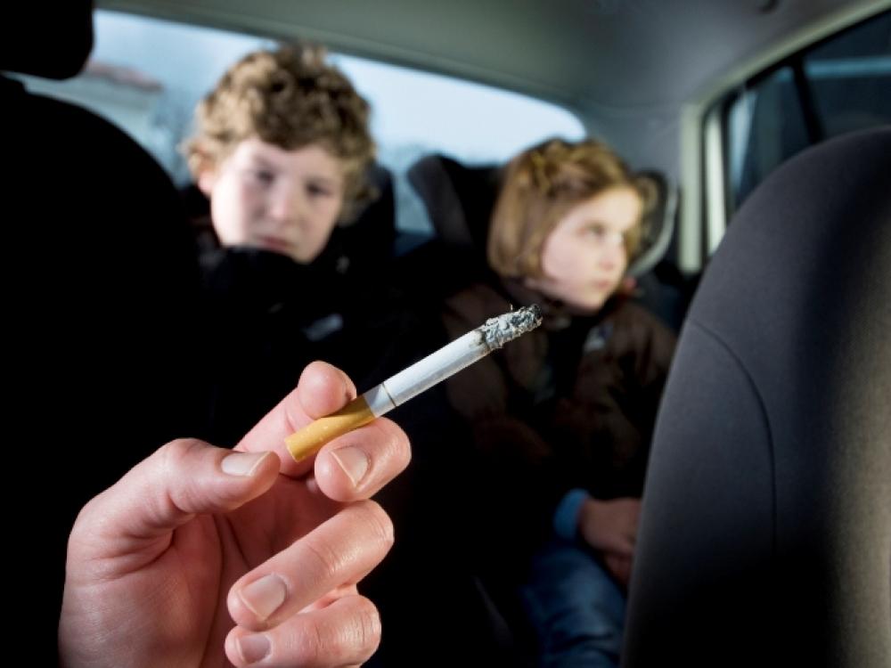 Bus kontroliuojamas rūkymas automobiliuose