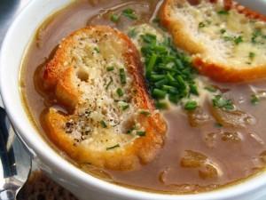 Viskas apie svogūnų sriubą