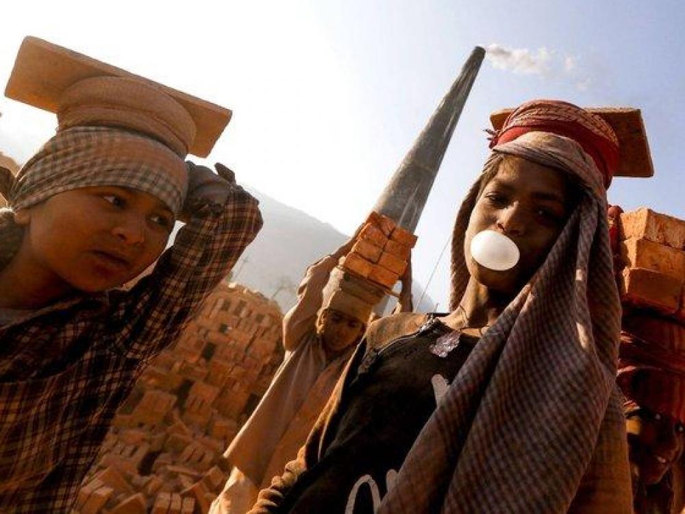 Sunkus ir sveikatai pavojingas darbas – Nepalo vaikų kasdienybė