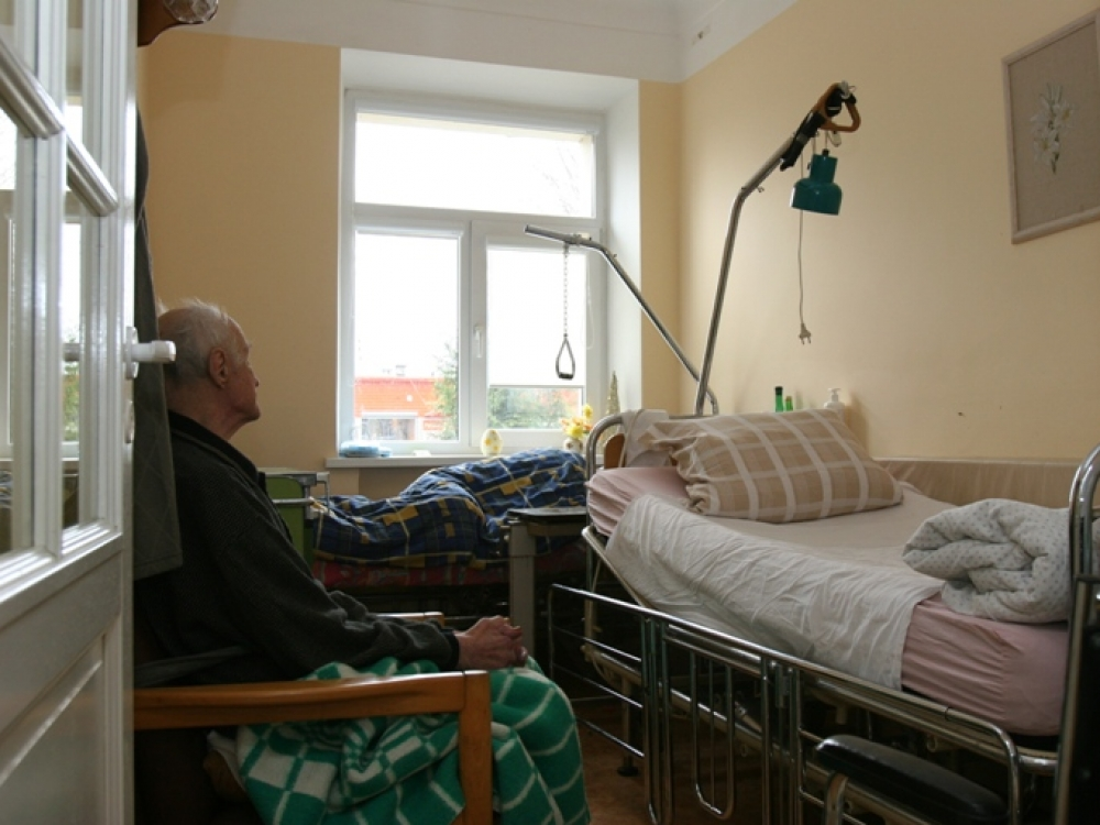Gauti vietą slaugos ligoninėje ar globos namuose – misija (ne)įmanoma?