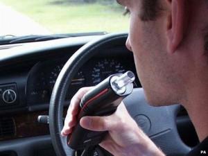 Geriančius vairuotojus bandys pažaboti nauju apynasriu