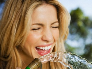 """Japonai tvirtina: vandens terapija padės """"nuplauti"""" ligą"""