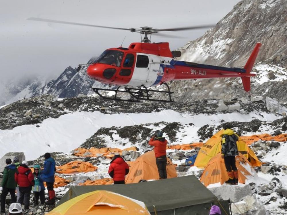 Kova su laiku: Evereste vykdoma gelbėjimo operacija