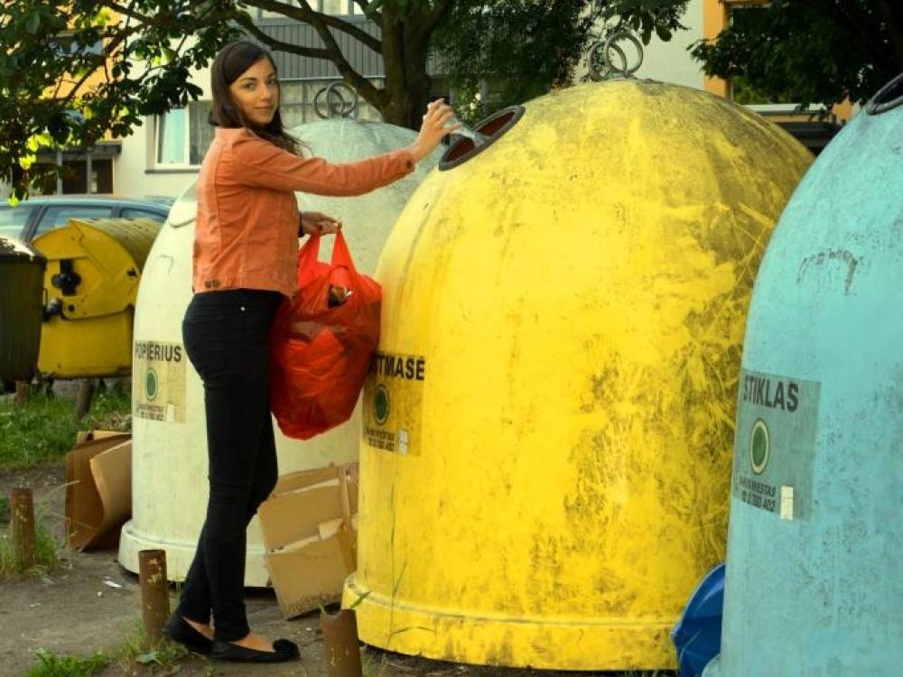 Studentės bando paneigti mitą, kad rūšiuoti atliekas sunku