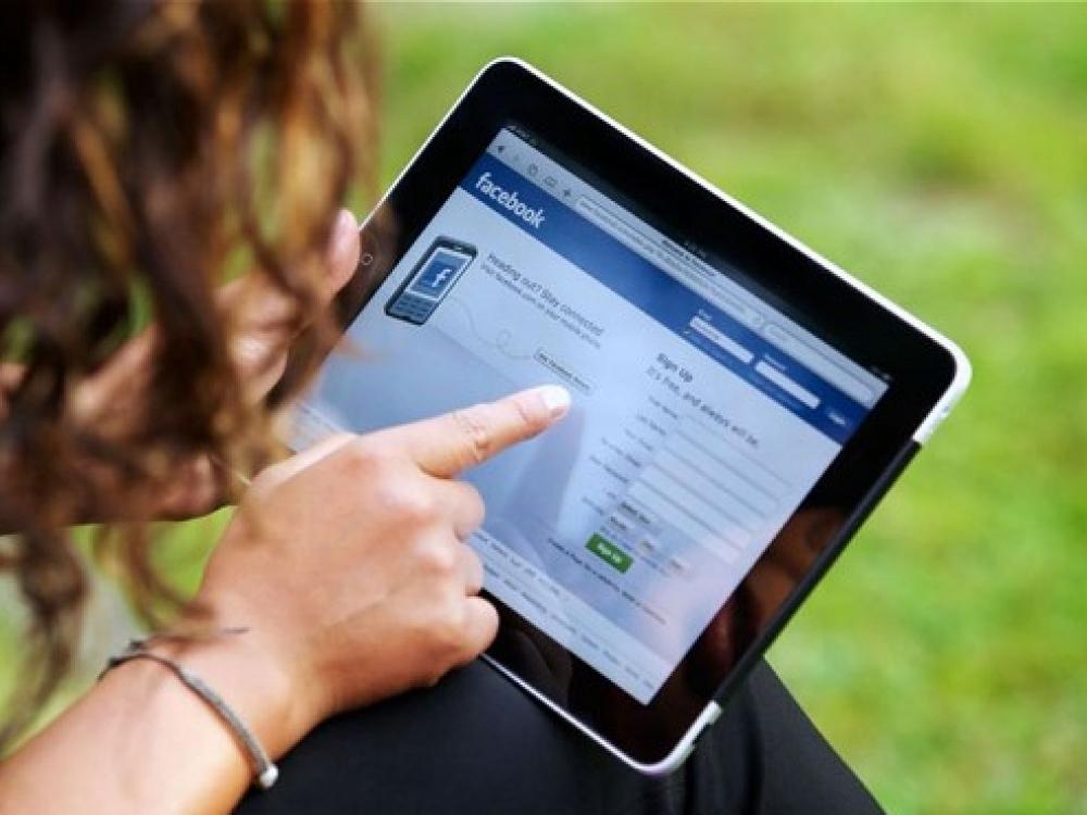 """Kaip """"Facebook"""" veikia psichologinę savijautą?"""