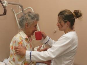 Slaugytojų atlyginimai kai kuriose gydymo įstaigose didėjo vos 2 eurais