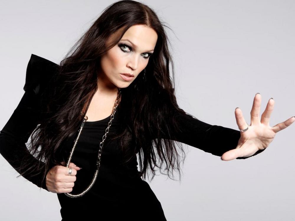 """Tarja Turunen: """"Dainuoti man lengviau, nei kalbėti"""""""