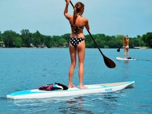 Vaikščiojimas ant vandens – populiarėjanti vasaros pramoga