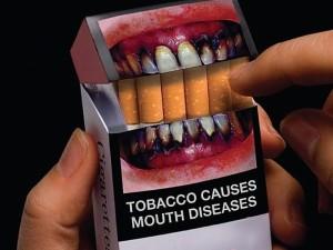 Šiurpą keliantys vaizdai ant cigarečių pakelių – jau kitąmet