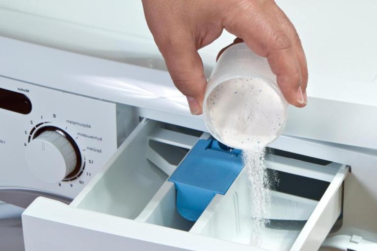 Rytinį odos niežulį gali sukelti skalbiamieji milteliai