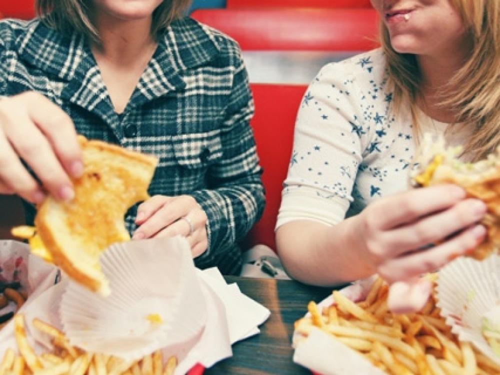 Šveicarija ragina apmokestinti nesveiką maistą