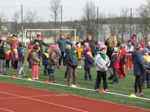"""""""Sveikatiados žaidynėse"""" - lobių ieškojimas, linksmosios estafetės ir kelio ženklų dėlionės"""
