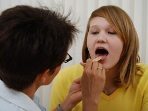 Vėl skauda gerklę: ar pavyks išsaugoti balsą?