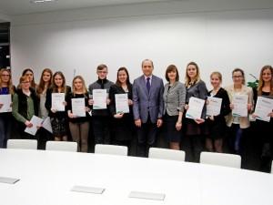 """Farmacijos studentams įteiktos vardinės """"Eurovaistinė"""" stipendijos"""