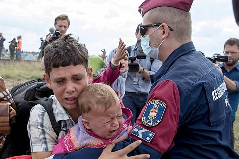 Merai sunerimę, kas sumokės už pabėgėlių skiepus