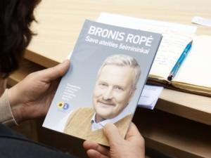 """Knygų mugėje bus pristatyta Bronio Ropės knyga """"Savo ateities šeimininkai"""""""
