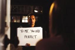 Romantinės komedijos slopina moterų budrumą