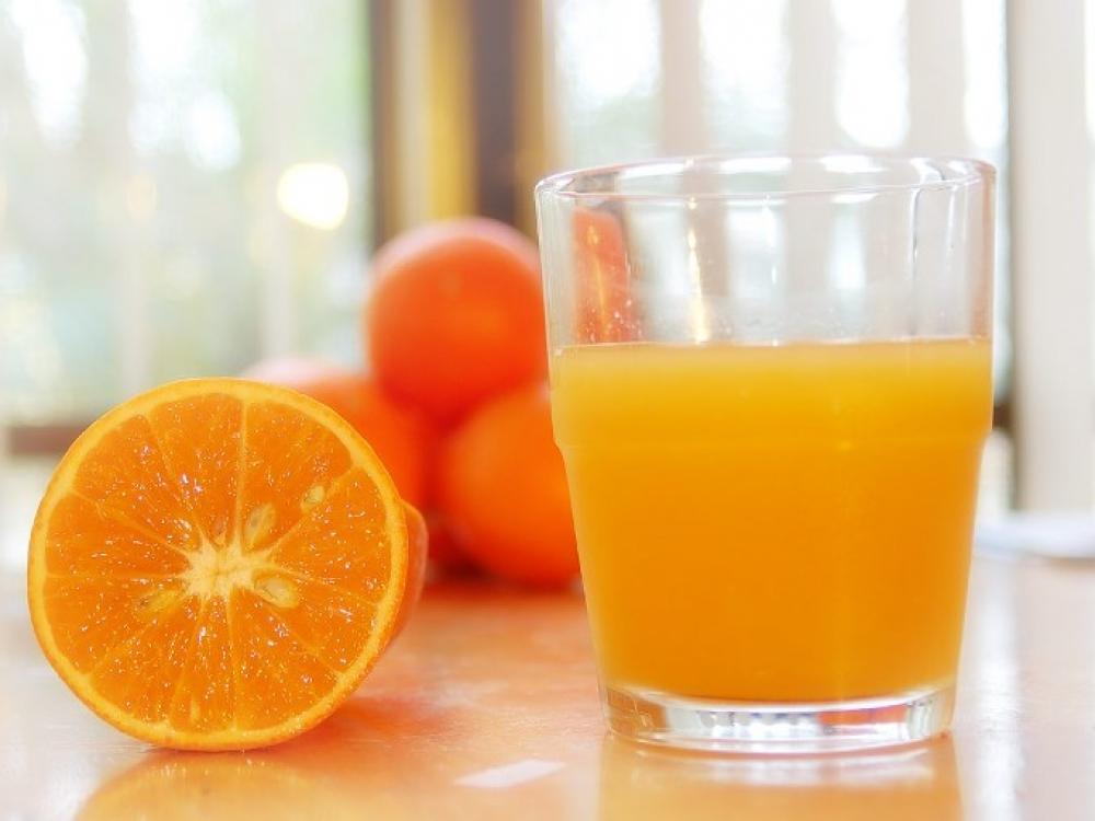 Natūralios apelsinų sultys saugo nuo insulto