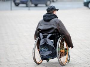 Keičia duris ir langus, o neįgaliuosius pamiršta