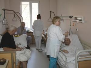 Apie konkurenciją, lietuvišką įkainio aritmetiką ir privalomą algų kėlimą. Ar tai realu slaugos ligoninėje?