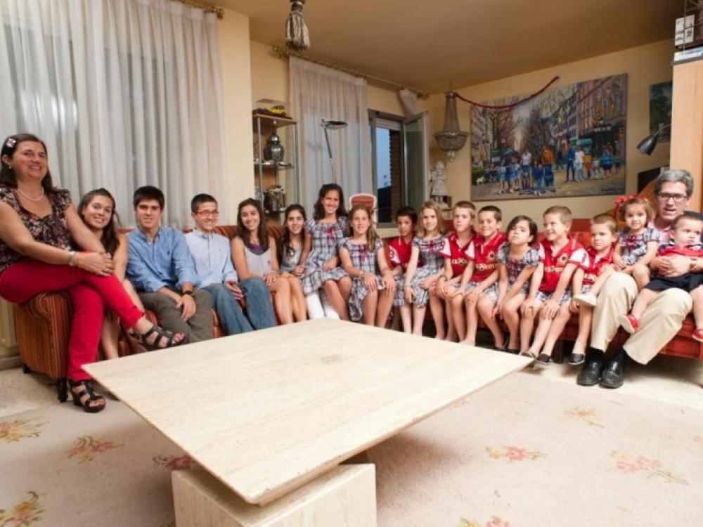 Aštuoniolika vaikų auginantys ispanai: neišleidžiame daugiau nei tris ar keturis vaikus auginantys tėvai