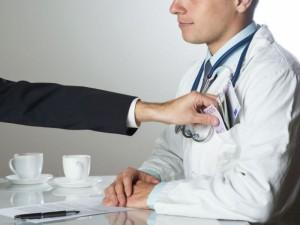Jauniausi medicinos studentai kyšininkavimą toleruoja?